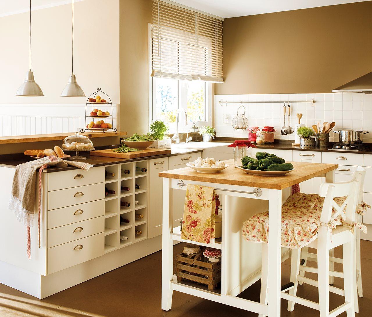 C mo aprovechar el espacio en cocinas peque as for Cocinas cuadradas con isla