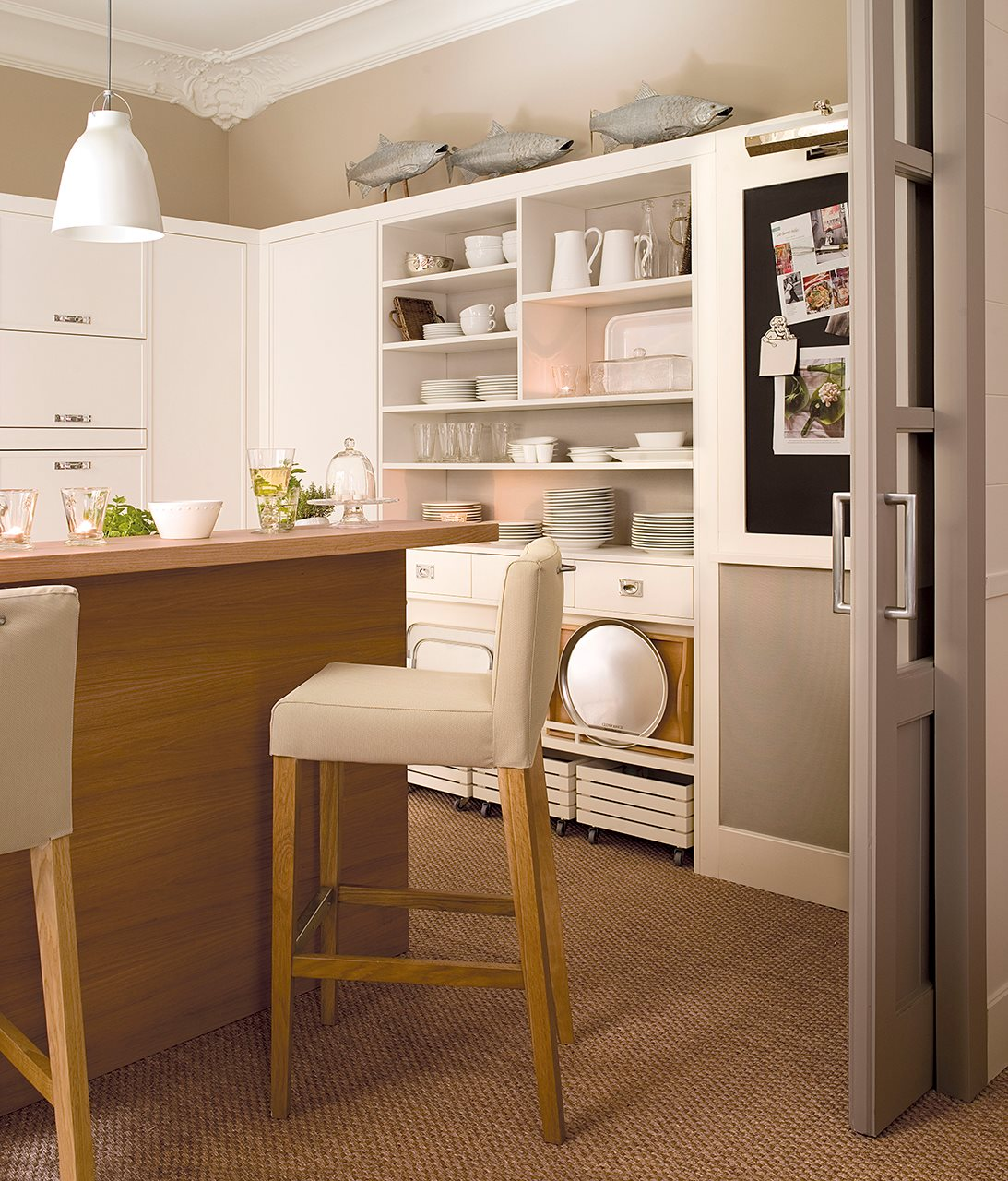 C mo aprovechar el espacio en cocinas peque as for Comedores para cocinas pequenas