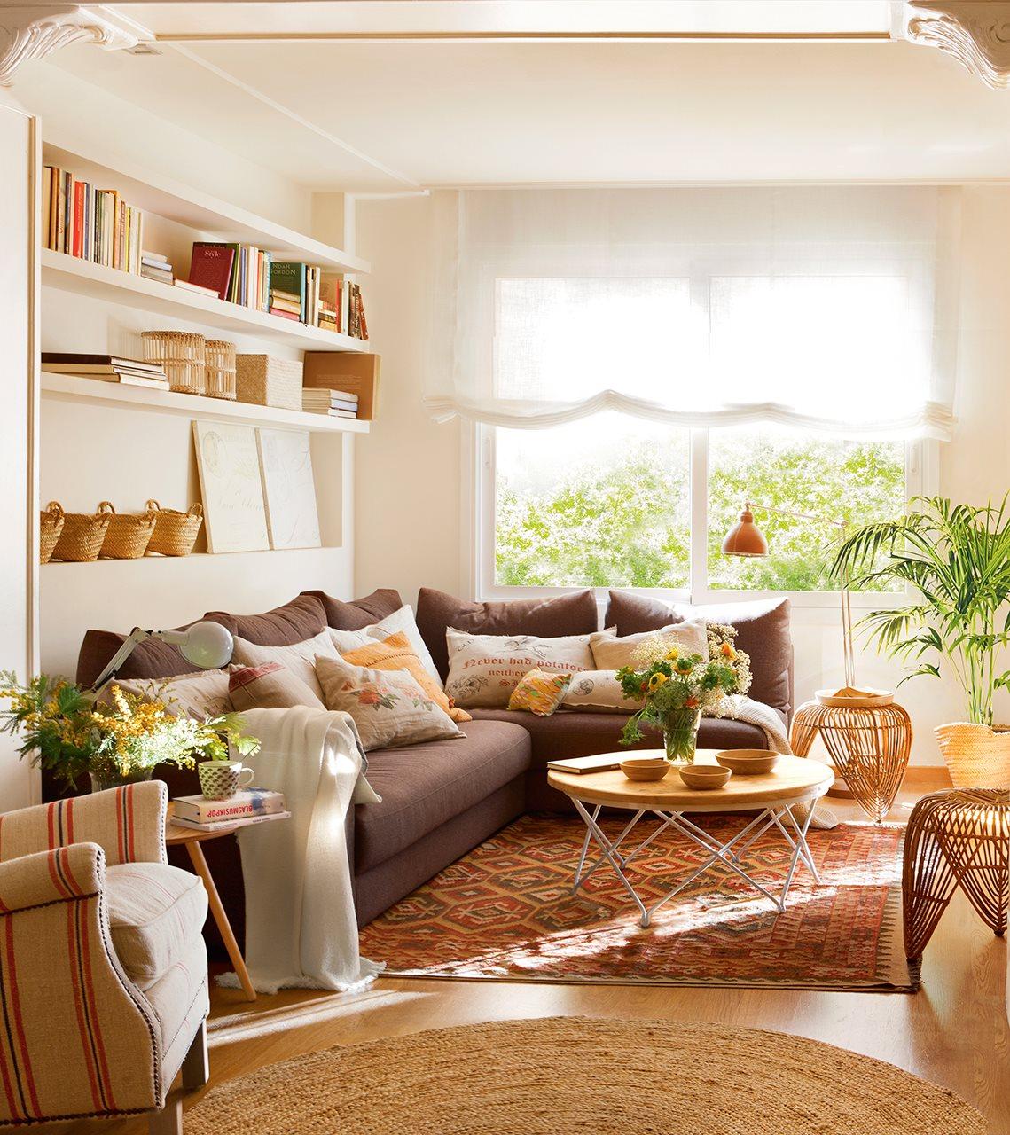 Salones peque os con ideas para ganar espacio for Adornos para poner encima de una mesa de salon