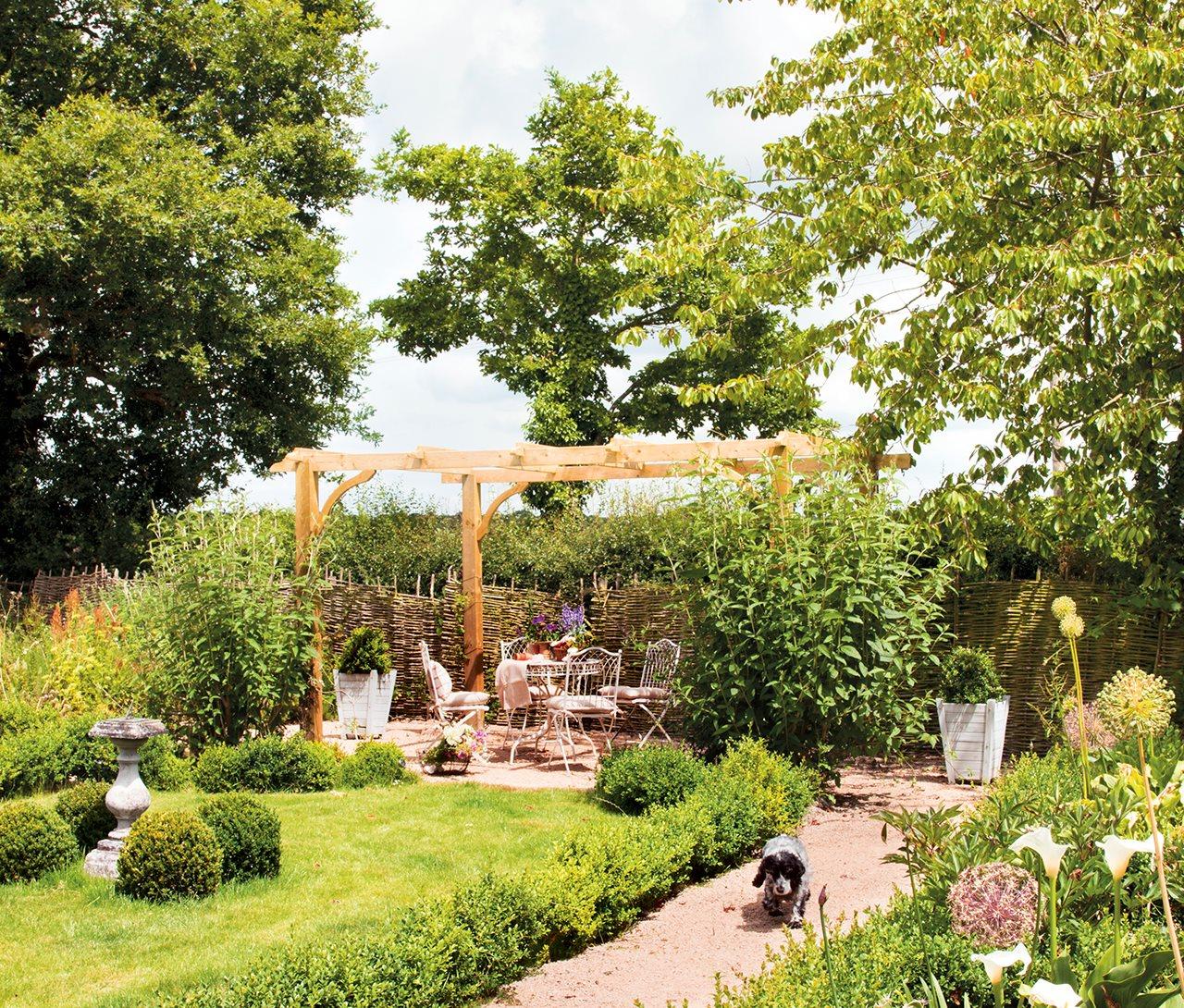 La casita de lady sophia for Mesas y sillas de plastico para jardin