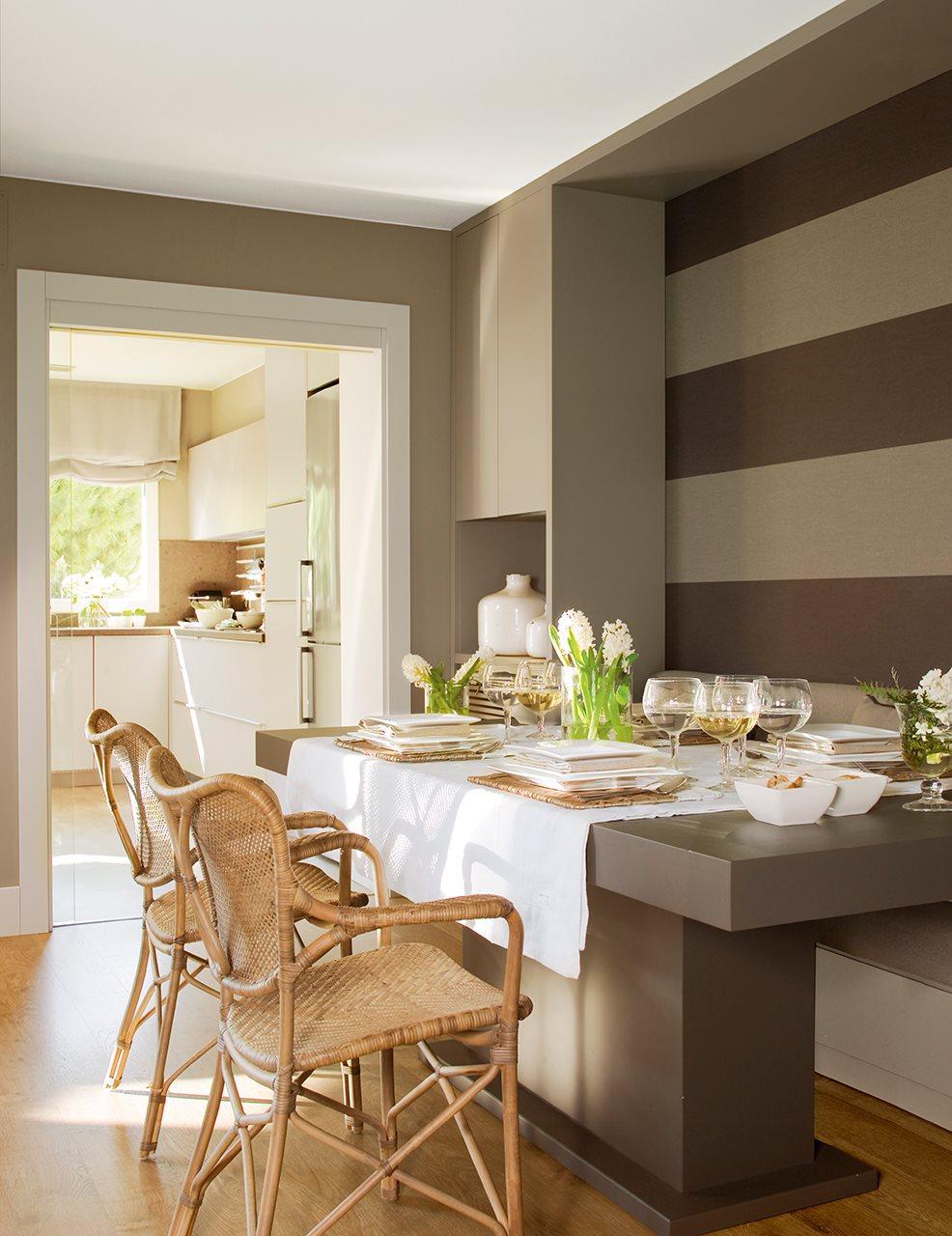 Reforma para ampliar luz y espacio for Comedor papel pintado