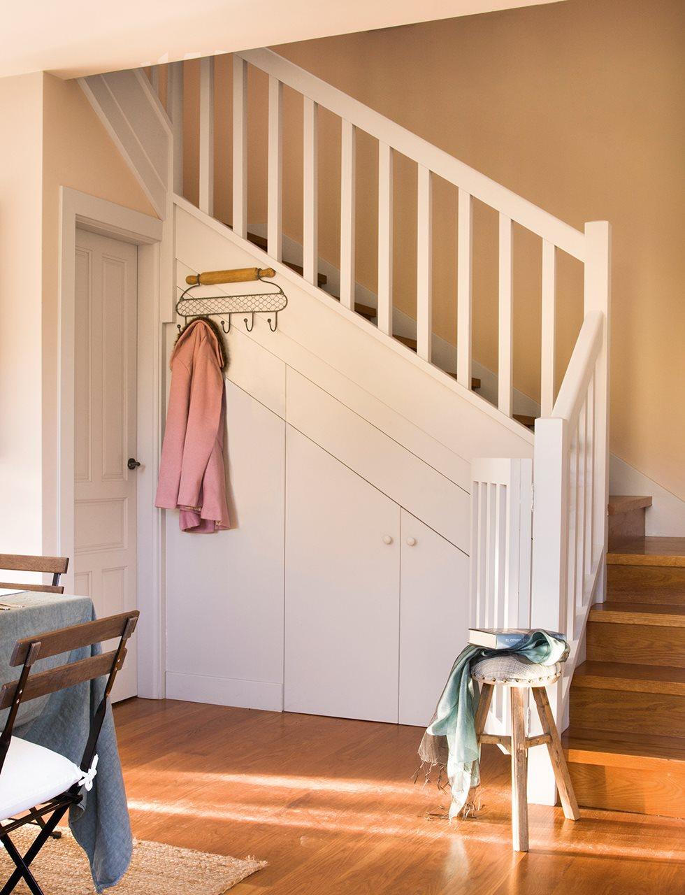 C mo tener un armario m s en casa - Armario hueco escalera ...
