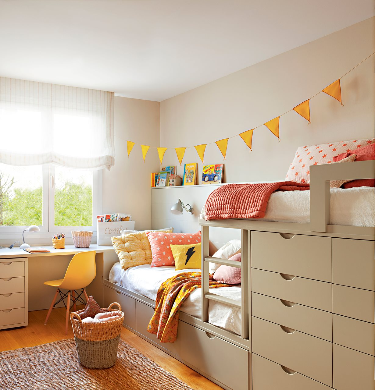 Un piso familiar reformado para ganar luz y comodidad - Dormitorio infantil literas ...
