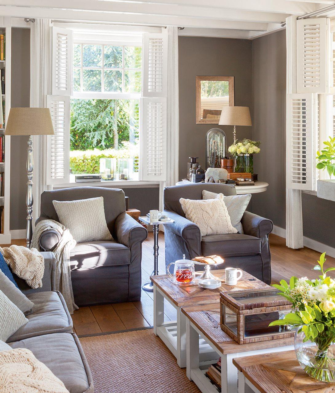 una casa familiar con detalles artesanales y un porche