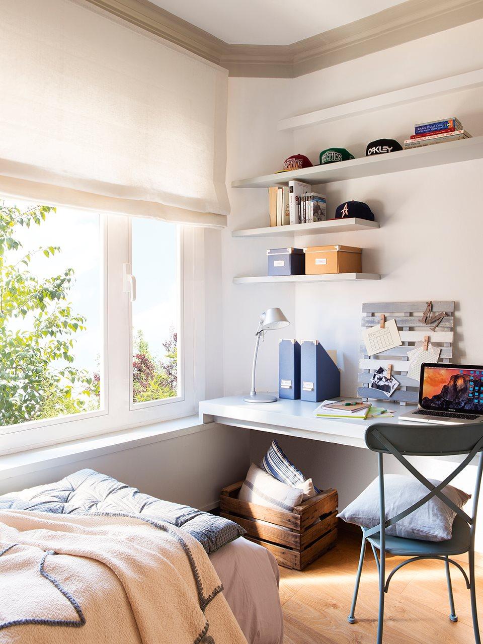 Reforma de un piso antiguo para ganar luz - Silla para escritorio en dormitorio juvenil ...