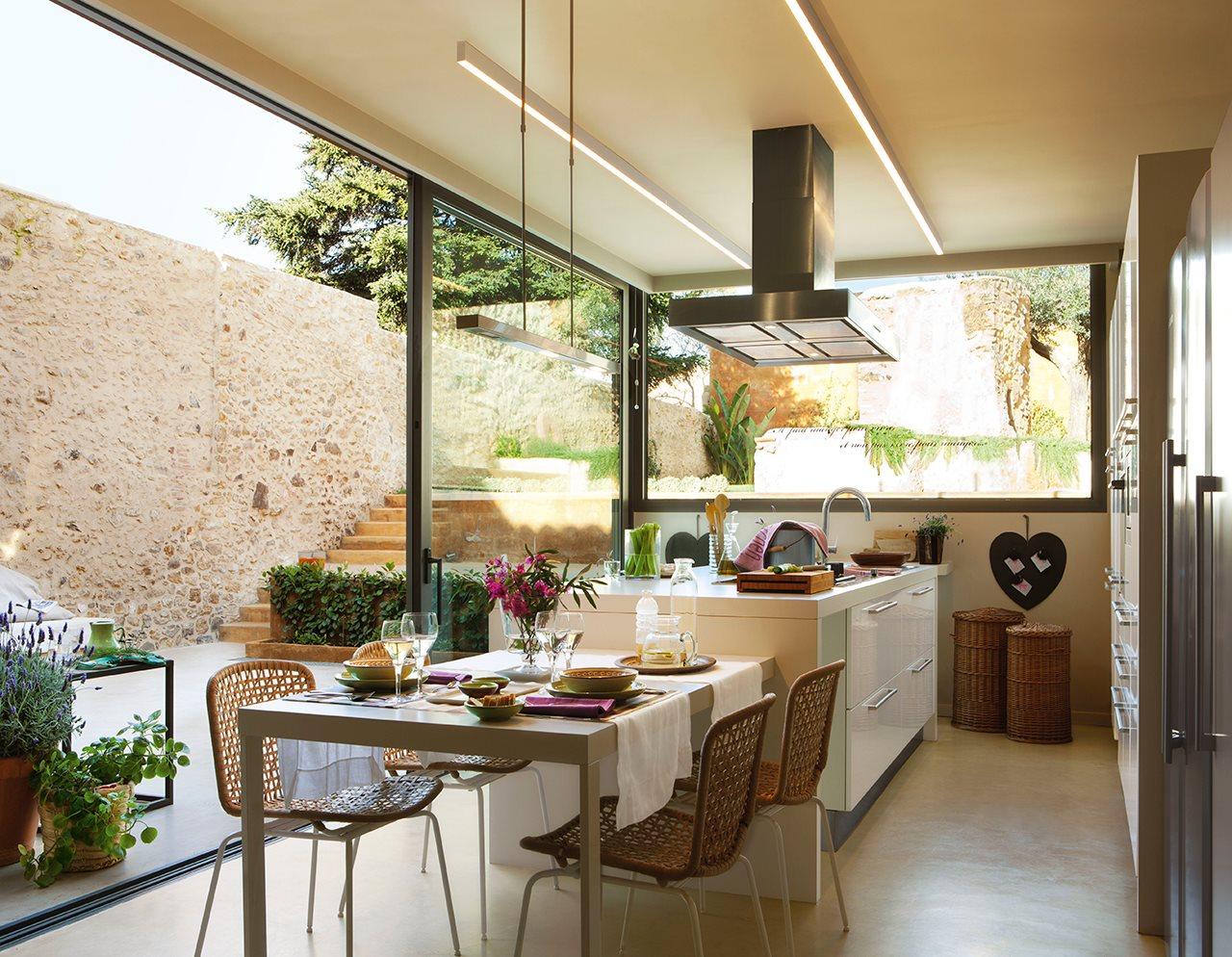 Vuestras fotos preferidas del 2015 - Cocina con pared de cristal ...