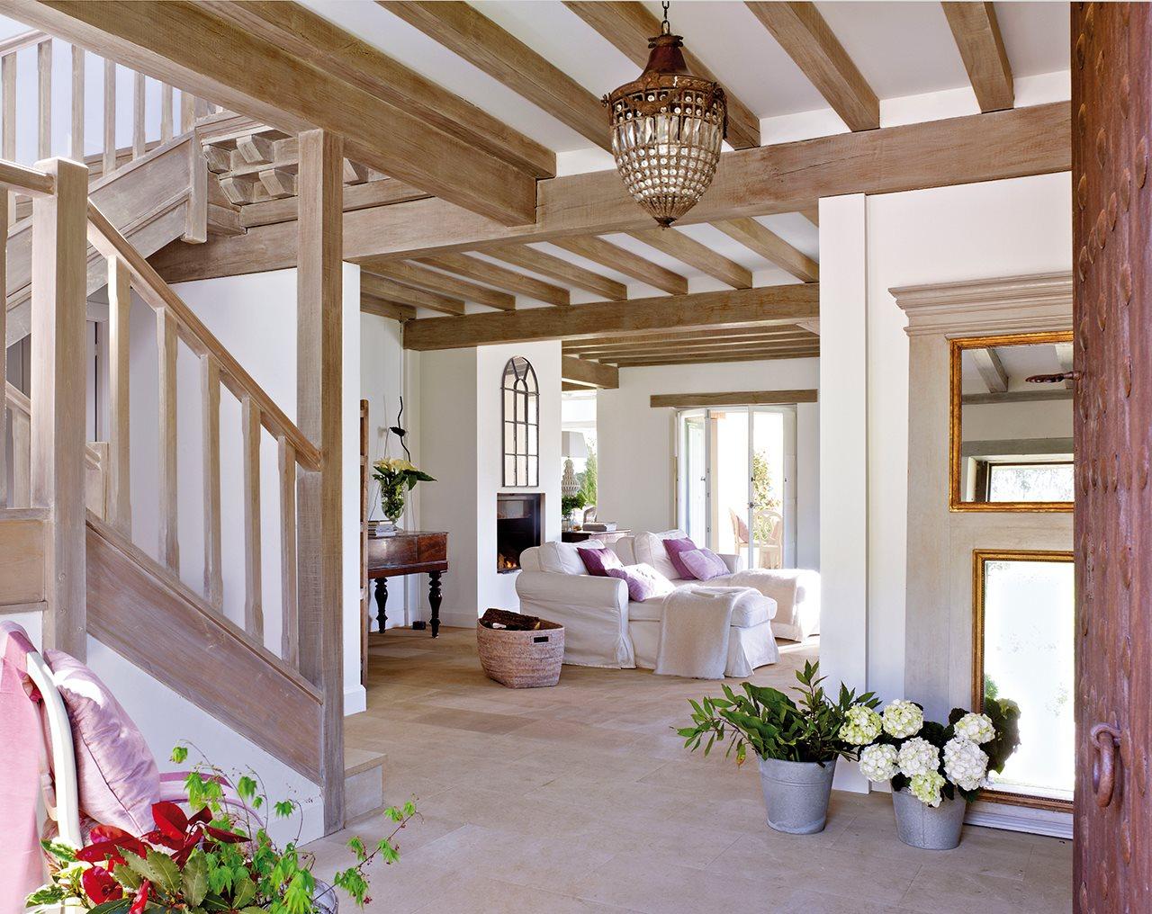 гостиная с лестницей фото в стиле прованс негатив