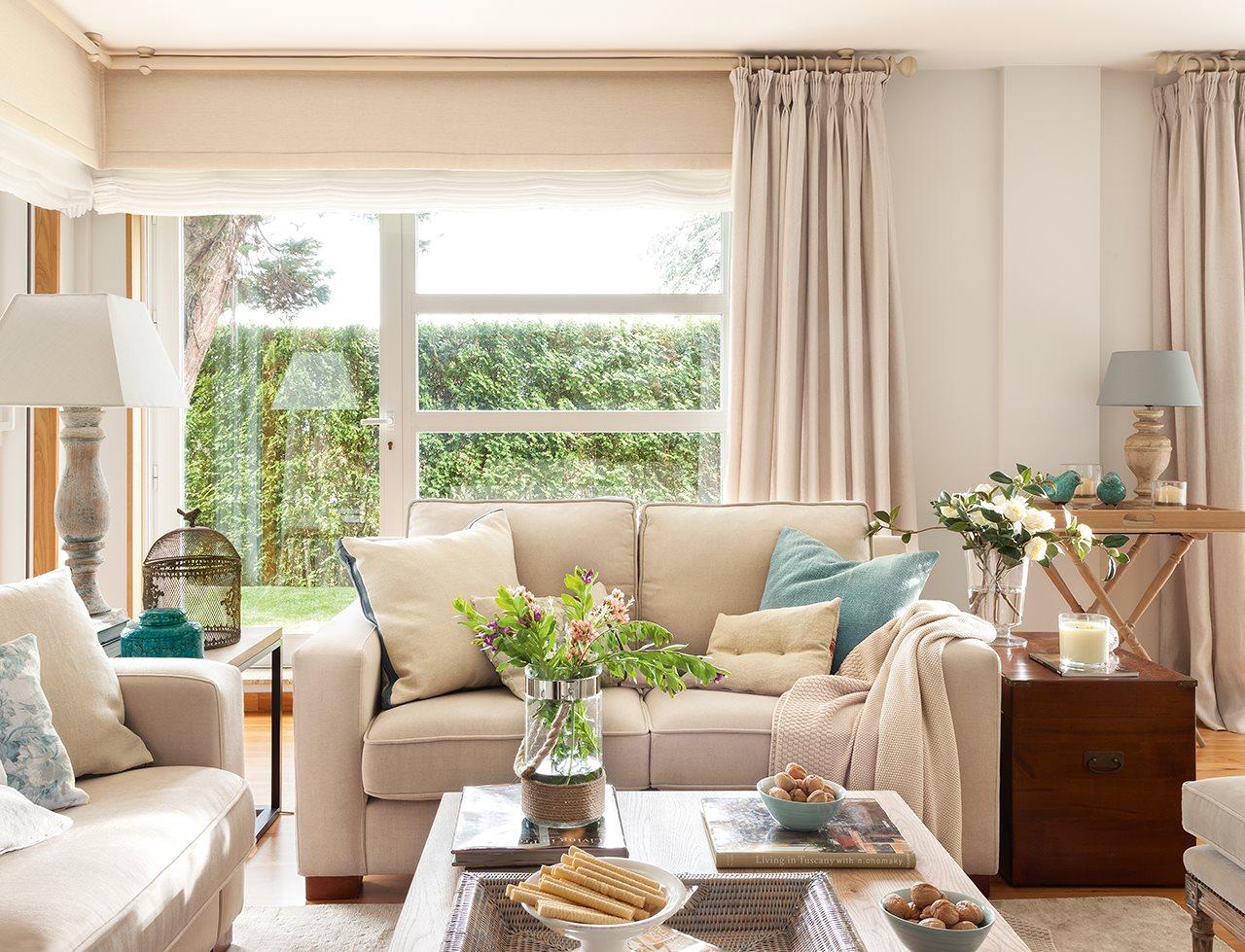 Casa familiar en galicia for Como decorar una sala clasica