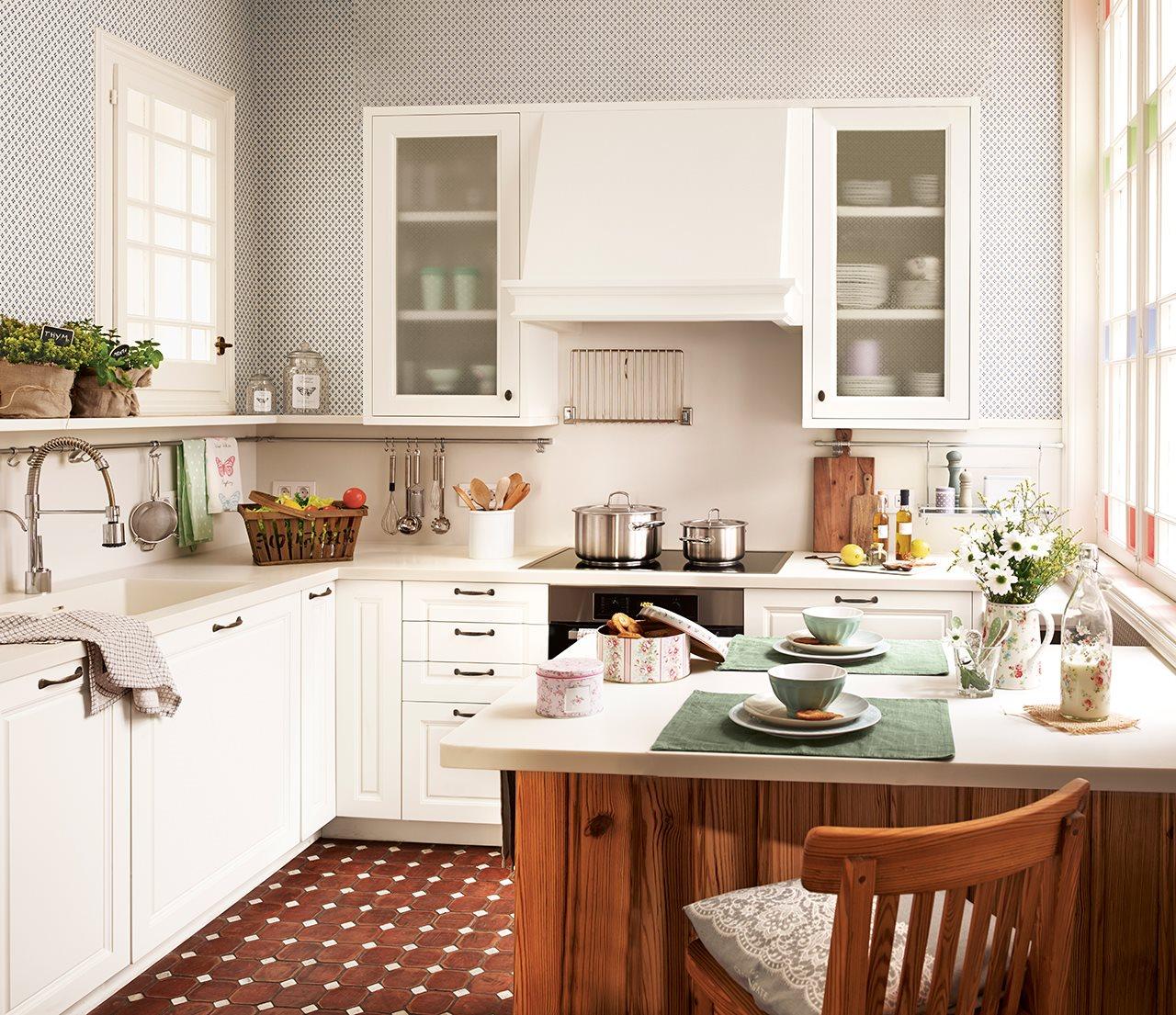 C mo es una cocina peque a bien aprovechada for Mobiliario cocinas pequenas