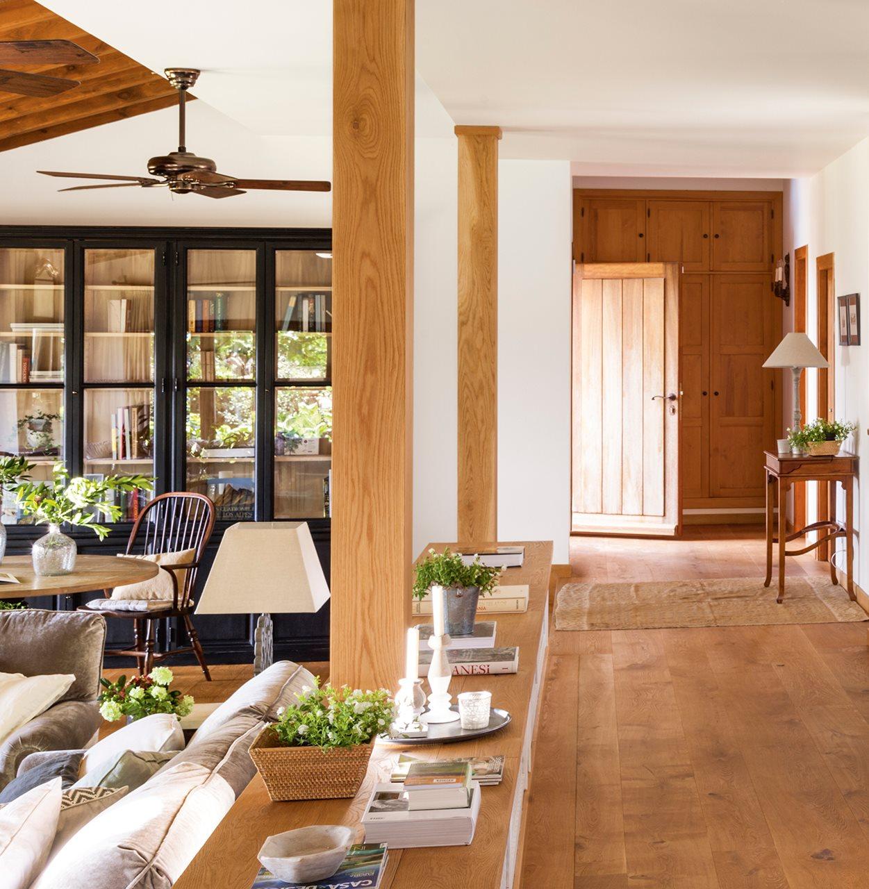 Una casa con alma - Decoracion columnas salon ...