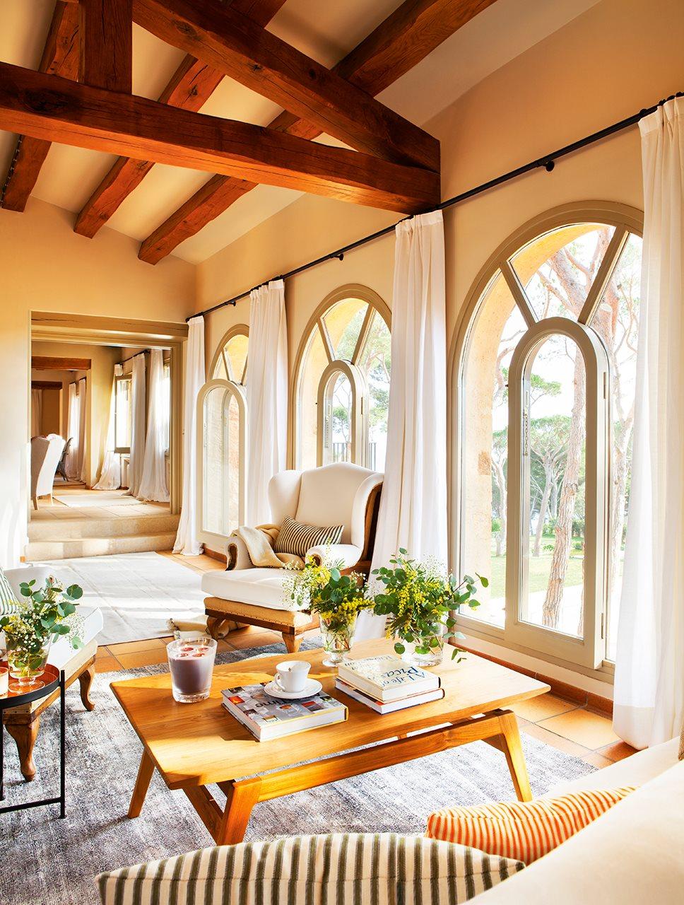 Una casa de campo en la costa brava - Estores para balcones ...