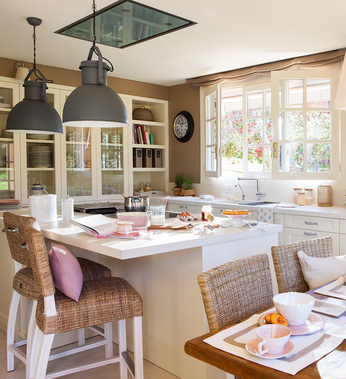 Una casa de inspiraci n estadounidense - Cocina con isla pequena ...