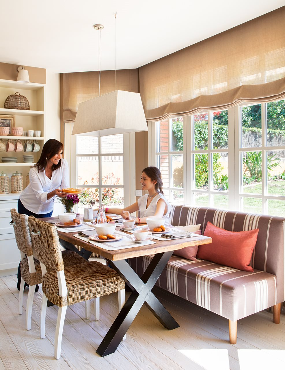 Una casa de inspiraci n estadounidense for Bancos para office cocina