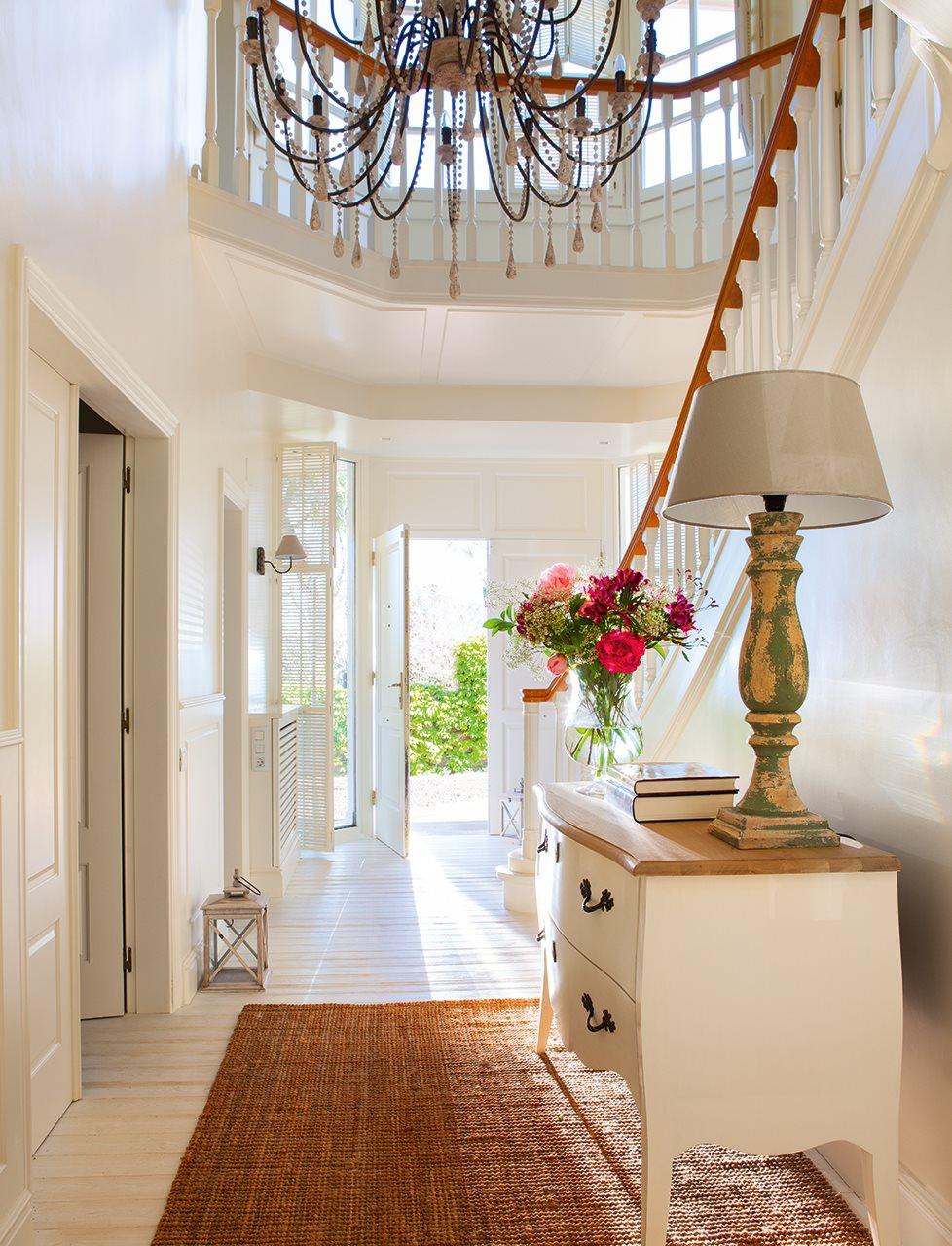 Una casa de inspiraci n estadounidense - Lamparas de escalera ...