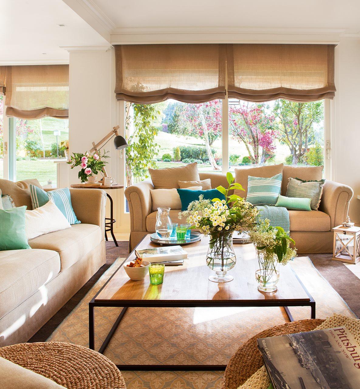 Una casa de inspiraci n estadounidense - Salones con alfombras ...