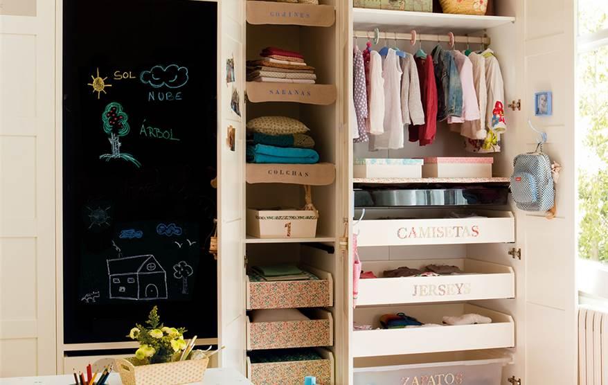 C mo ordenar el armario de los ni os - Como organizar un armario empotrado pequeno ...