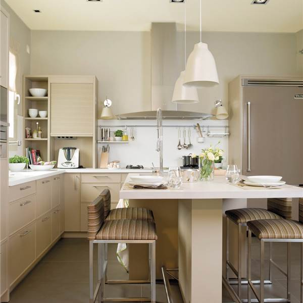 Cocinas en blanco una apuesta atemporal y muy luminosa for Barras de cocina comedor