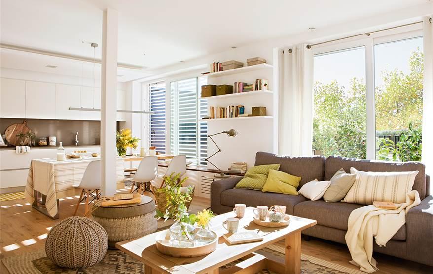 Un piso urbano de solo 65 metros for Cocina y salon unidos