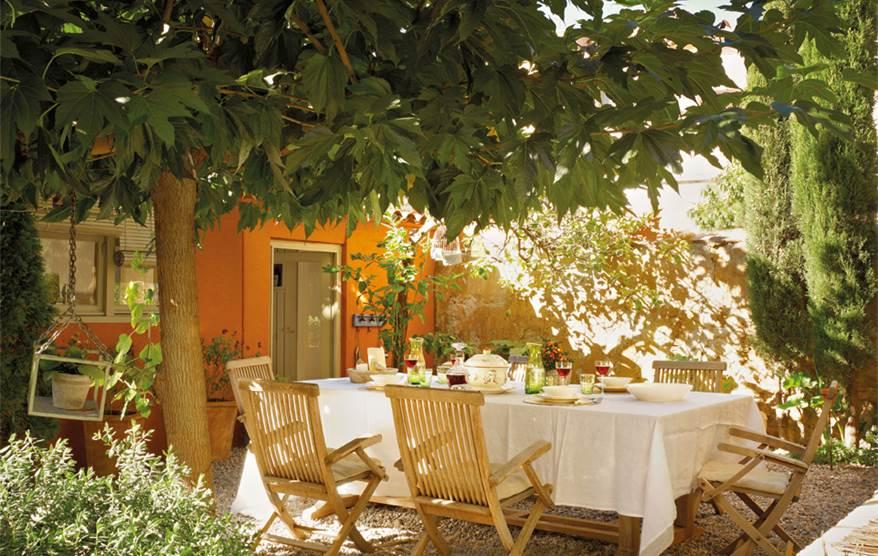 Una casa de pueblo llena de buenas ideas - Conillas garden center ...