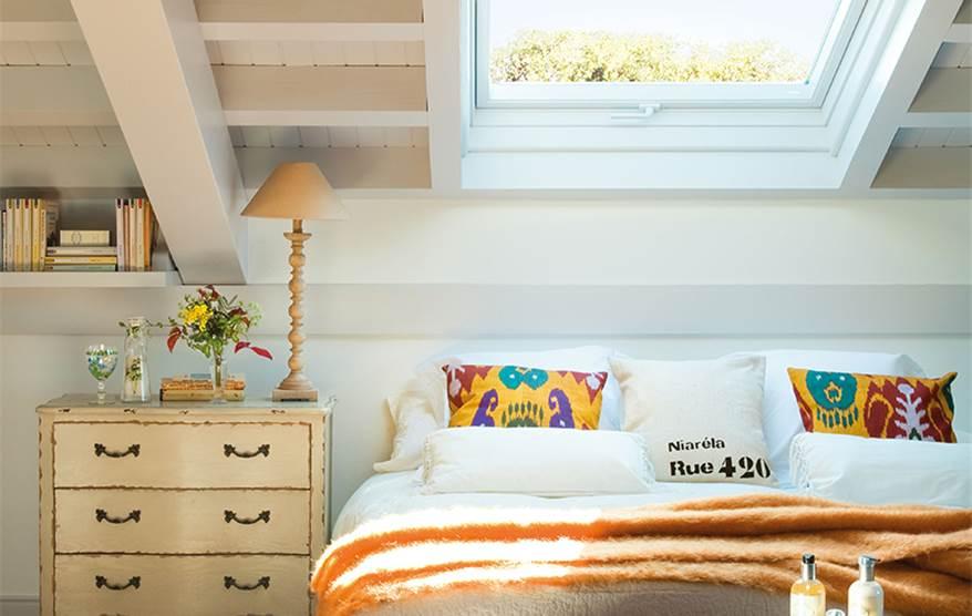 Buhardilla decoracion decorar buhardilla colores algunos for Decorar casa techos bajos