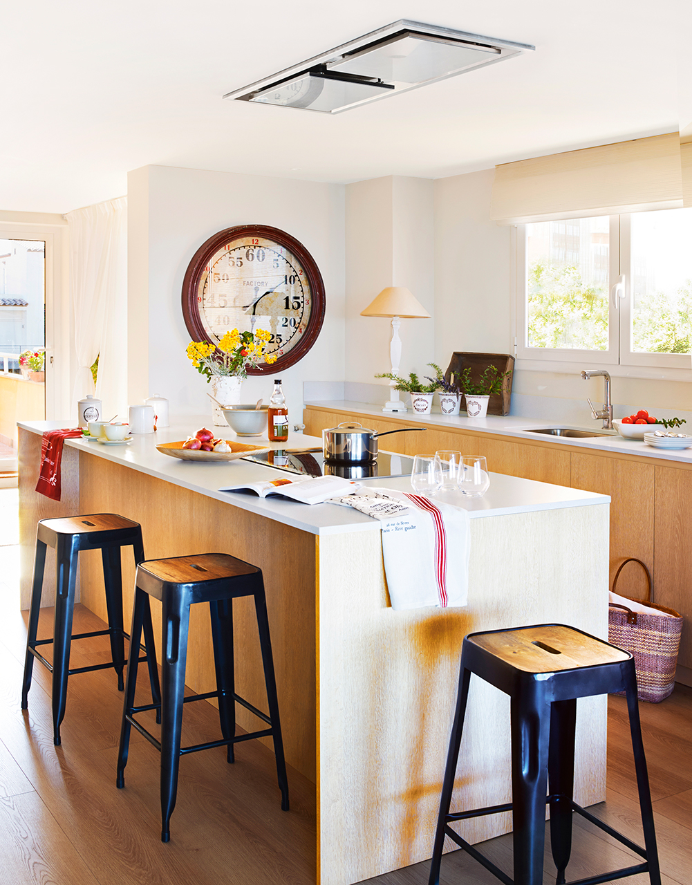Ideas de decoraci n para cocinas peque as for Muebles de cocina hasta el techo