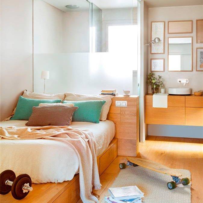 3b6a4323a Dormitorio con baño en suite con pare divisoria en cristal