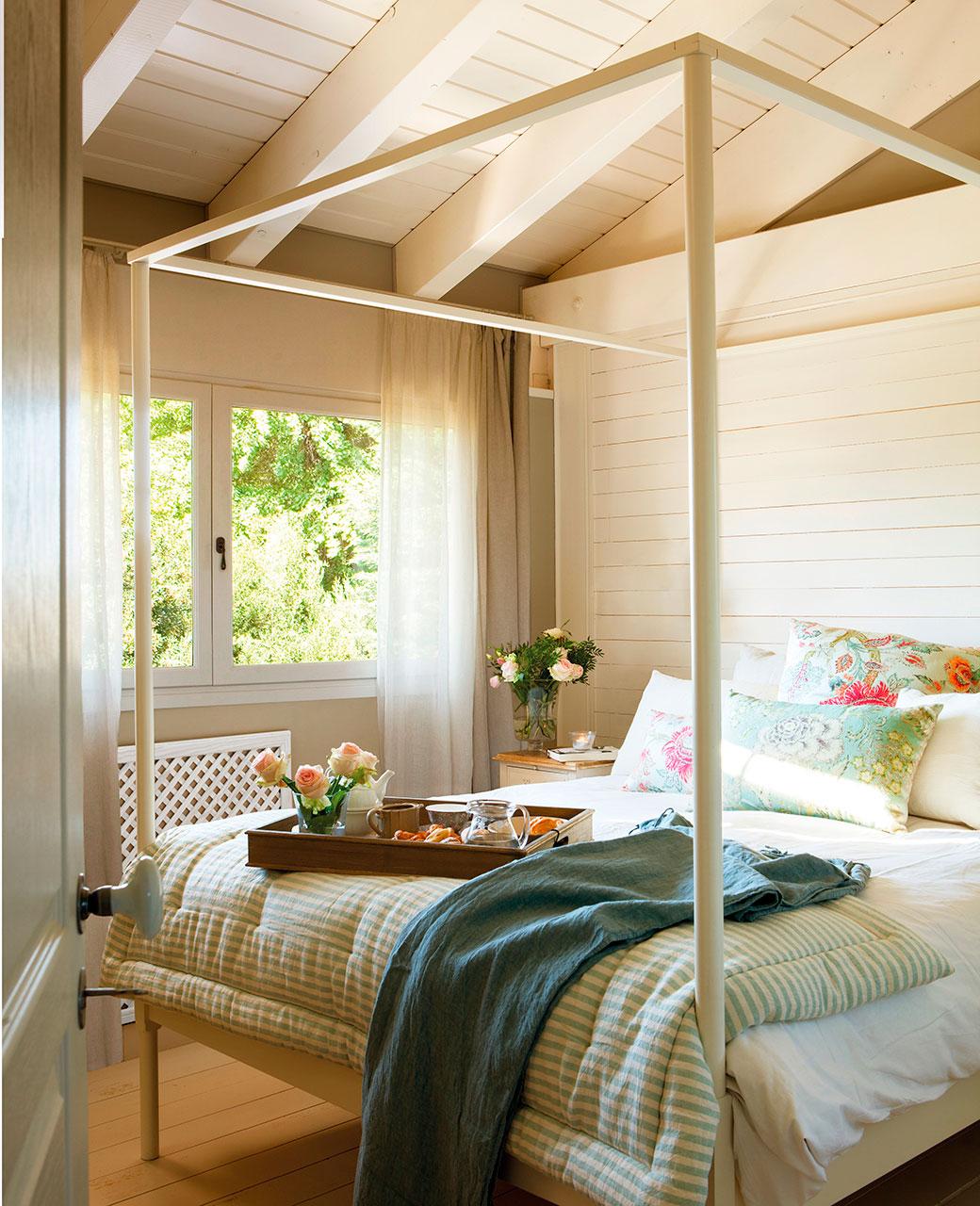 Dormitorios pr cticos y elegantes - Cabeceros de madera blanco ...