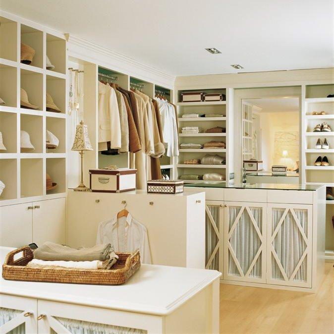 Los 10 vestidores modernos favoritos de el mueble for Despachos lujosos