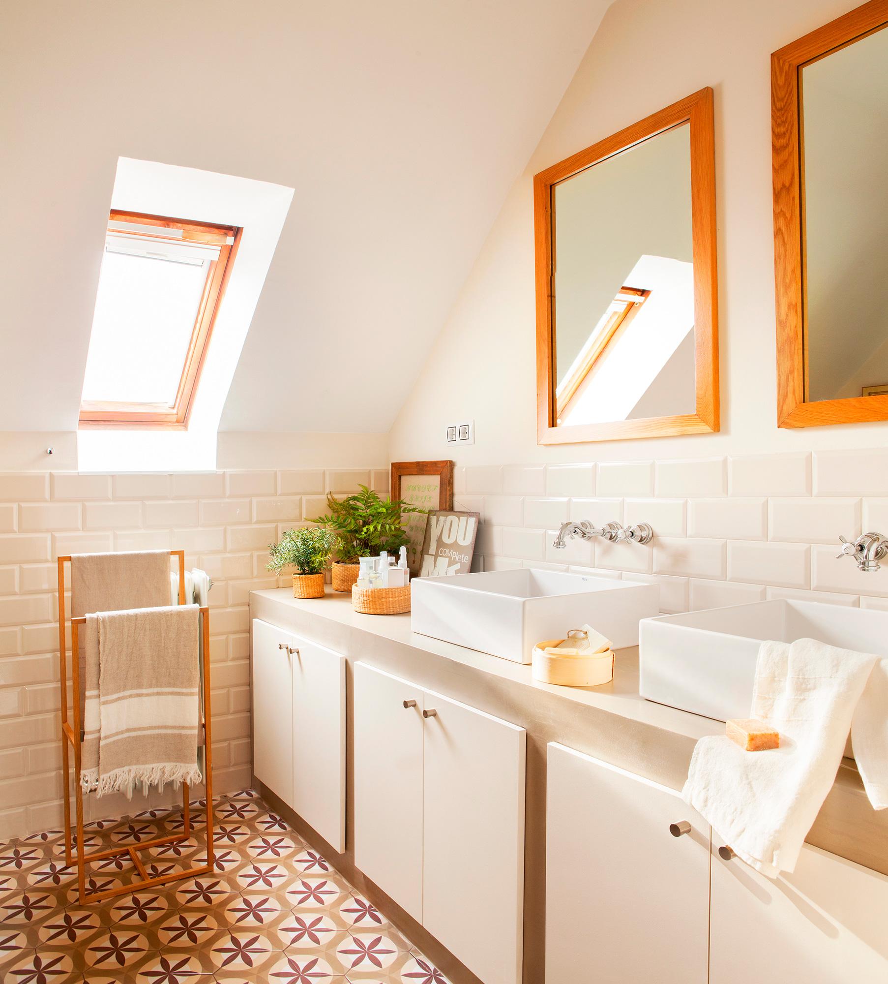 Armarios De Baño Roca:Mueble de baño entero con armarios, lavamanos de Roca, grifería