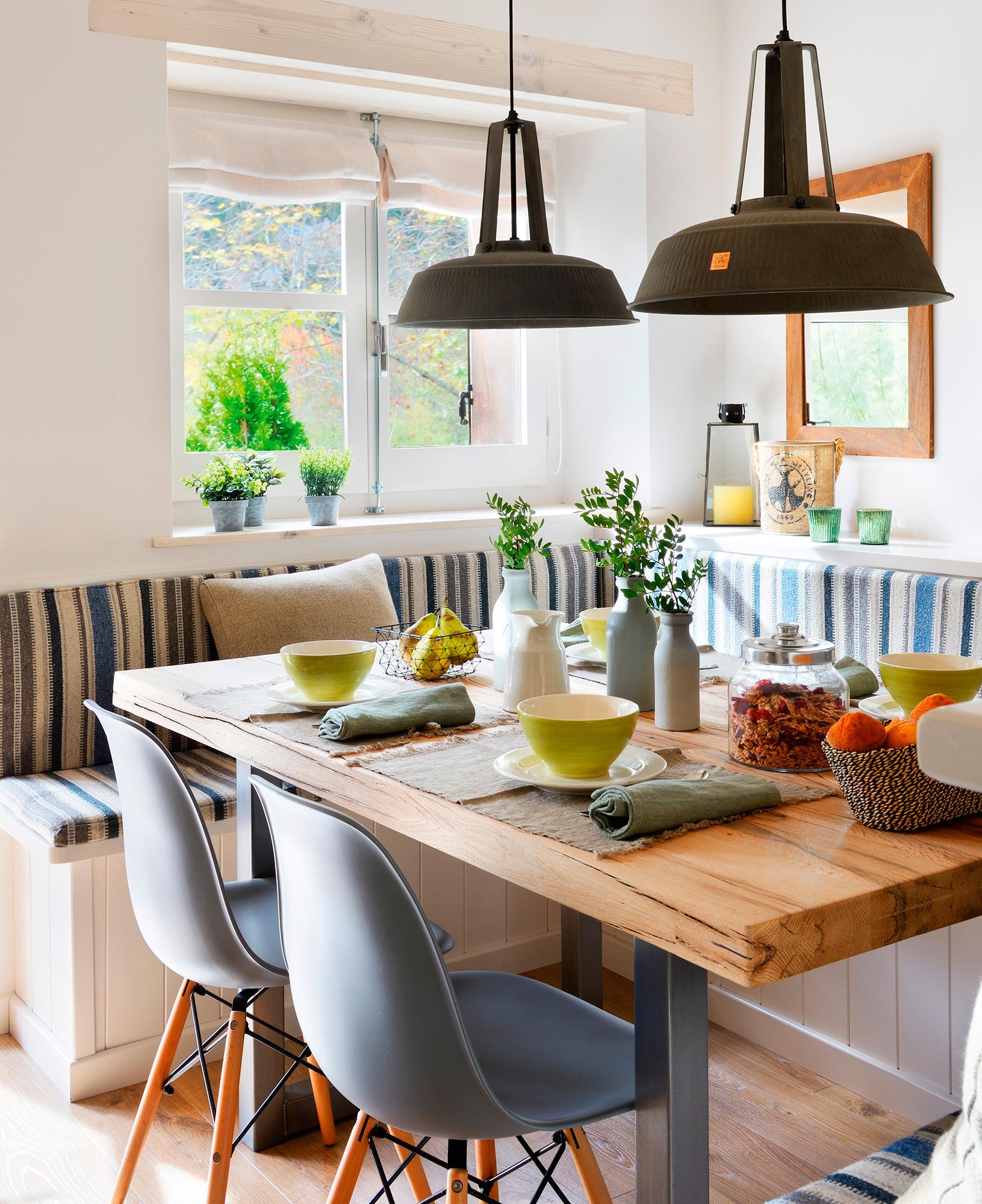 Comedores para espacios peque os for Mesas y sillas para salon comedor