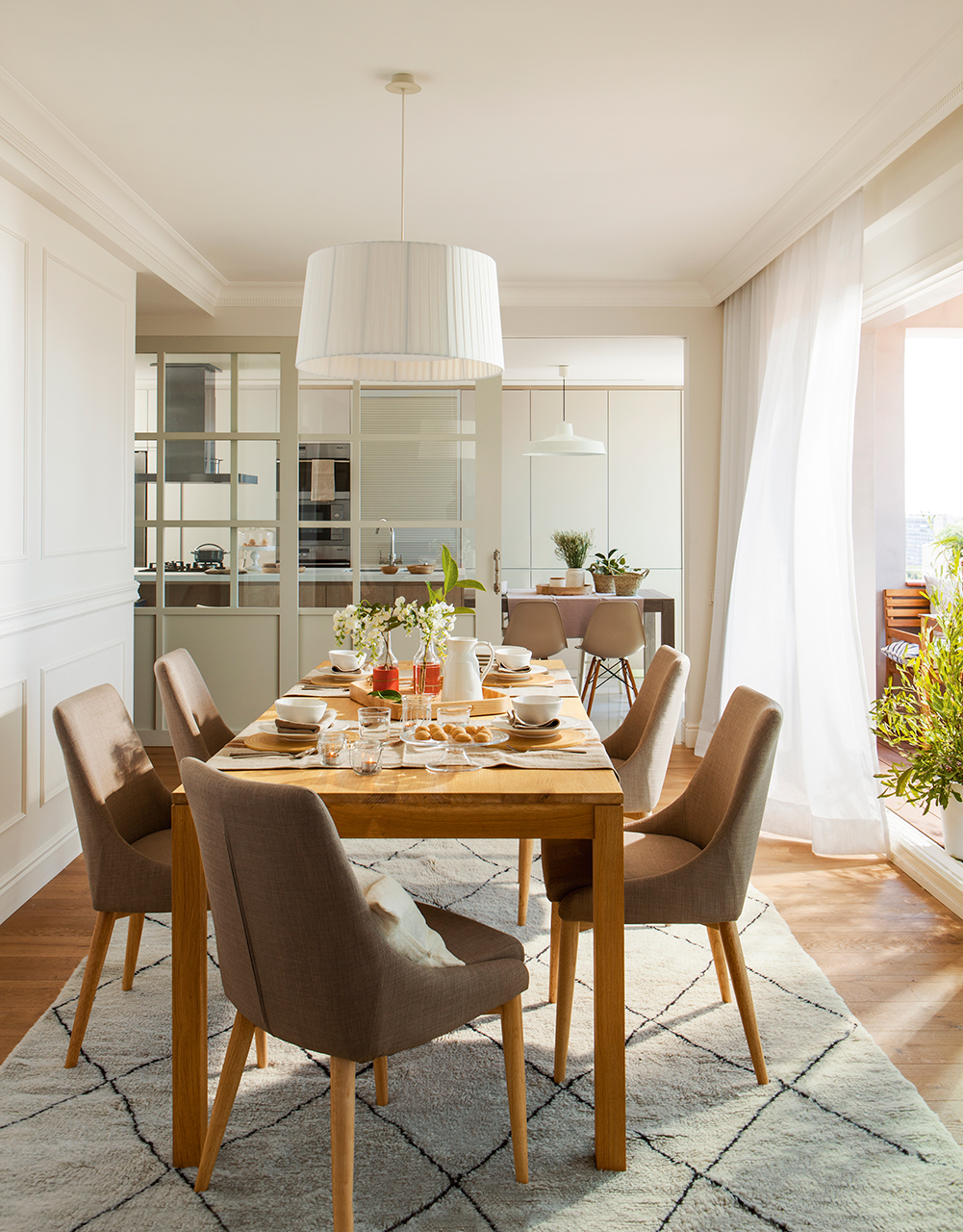 Reformar dos pisos antiguos y convertirlos en uno moderno for Fotos living comedor