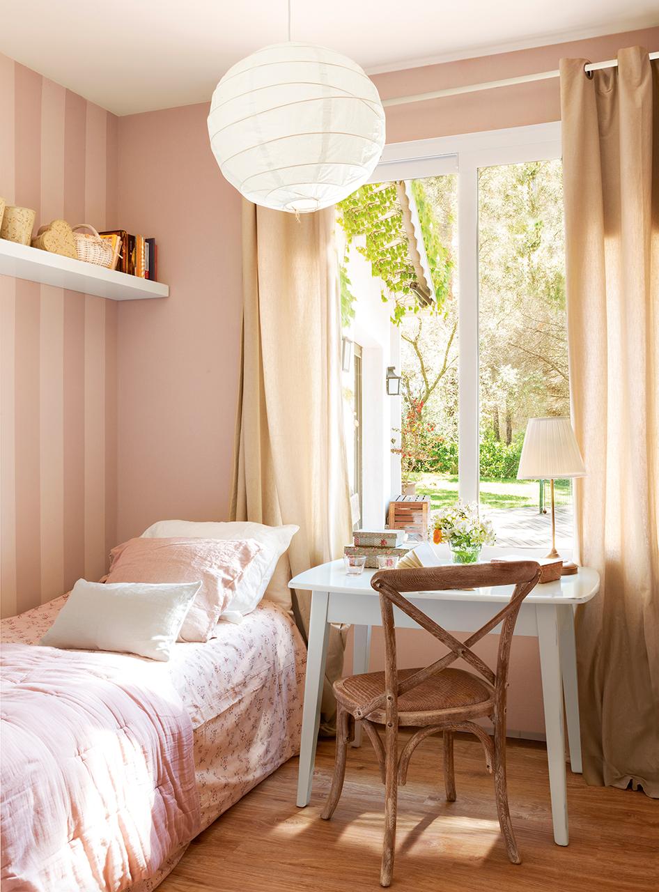 Papel Dormitorio Dormitorio Con Dos Camas Y Pared Cabecero  ~ Papel Pintado Dormitorio Blanco