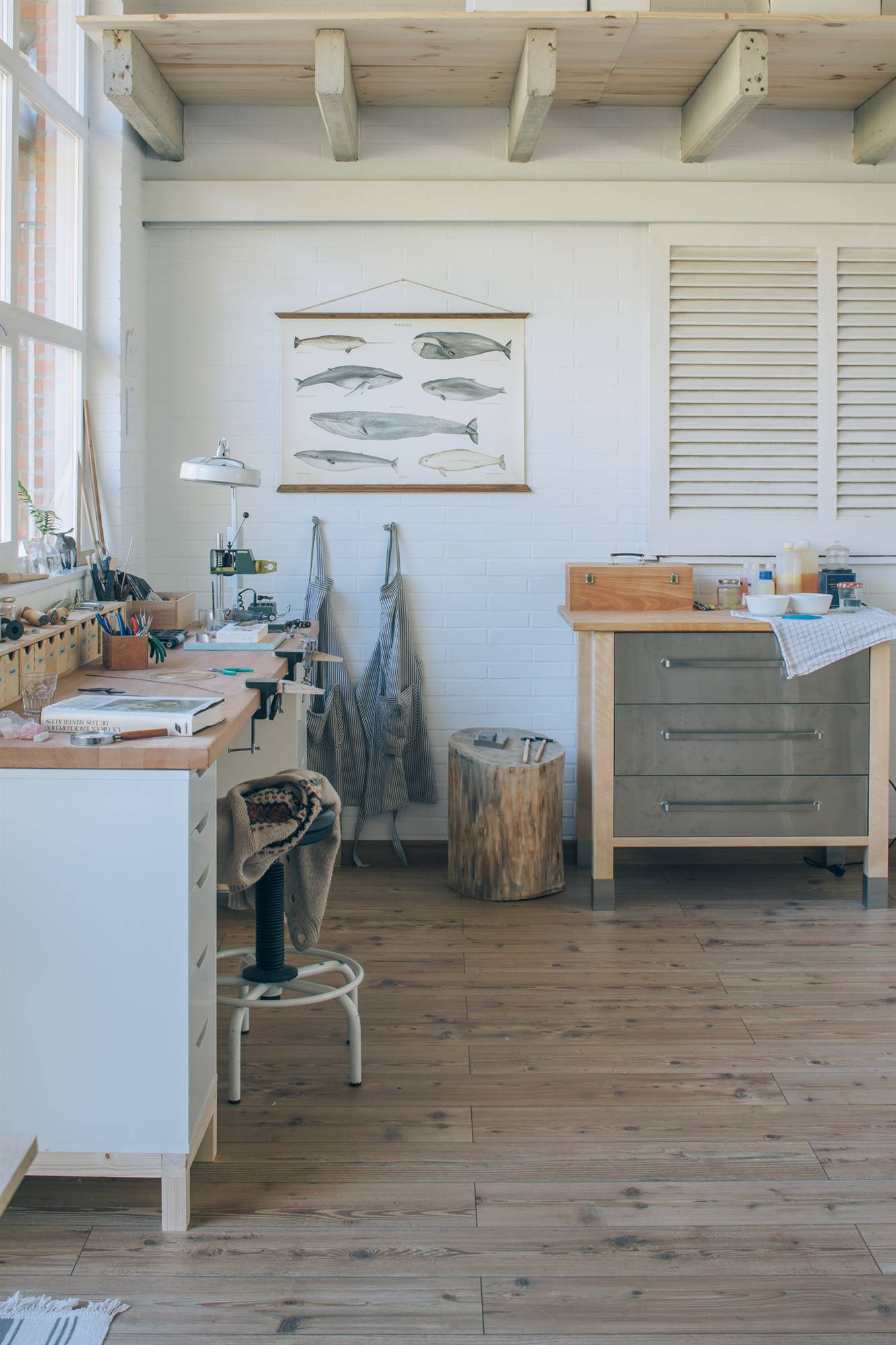 ec106530b222 El taller de los joyeros artesanos Fauna y Flora. El taller.