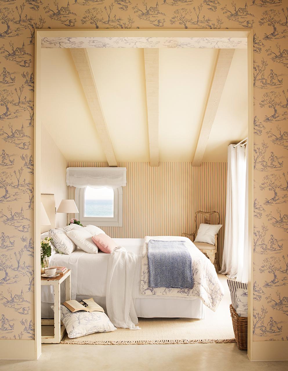 Una preciosa casa junto al mar con siete siglos de historia - Papel pintado dormitorio principal ...