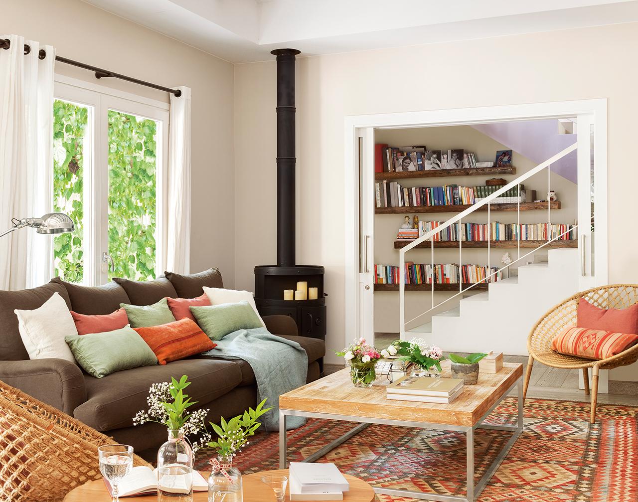 Reformar un piso para darle una segunda oportunidad - Salon con chimenea ...