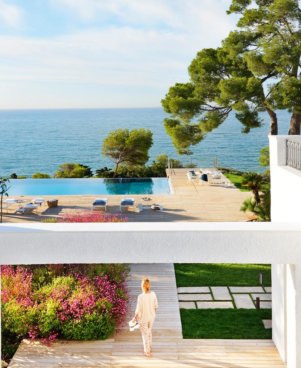 Una preciosa casa junto al mar con siete siglos de historia for Piscinas de jardin