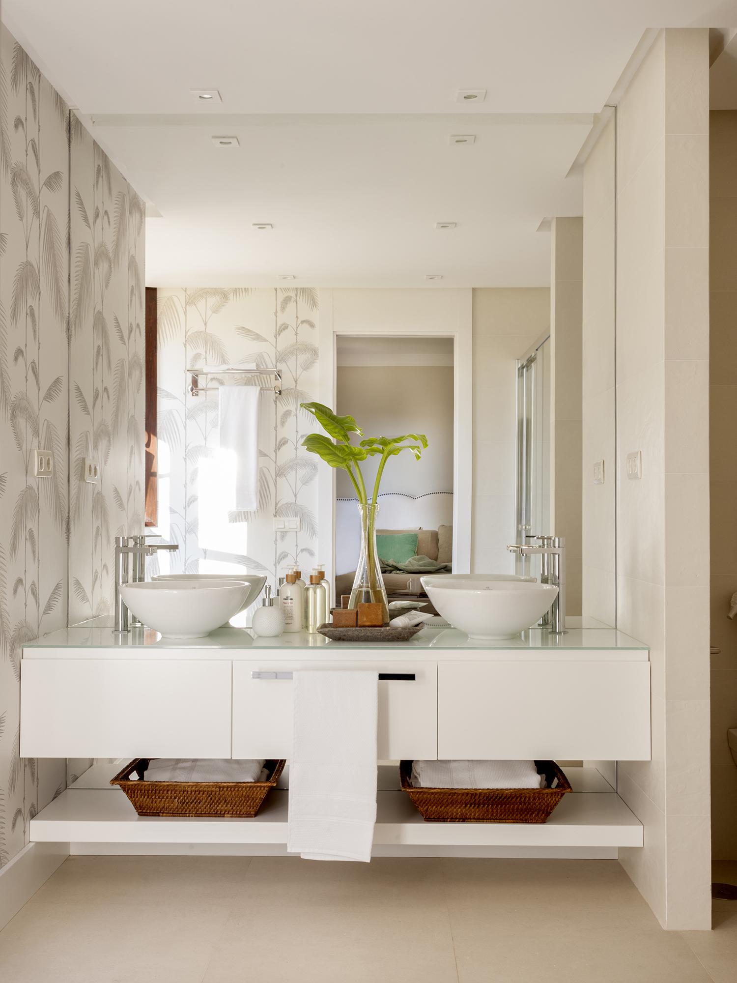 Reformar el ba o 6 claves para acertar y 6 soluciones low for Banos con dos lavabos