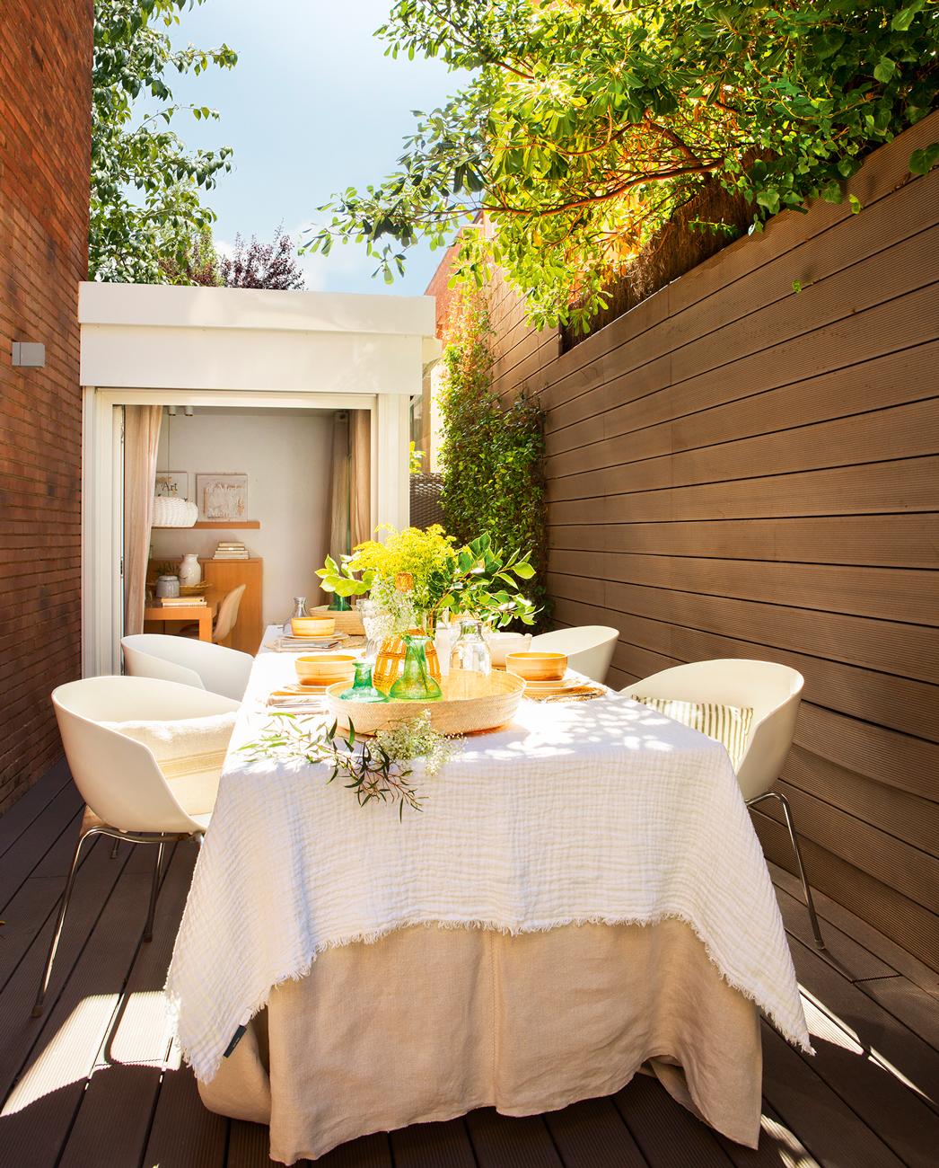 10 terrazas peque as pero bien aprovechadas for Mesas para patio