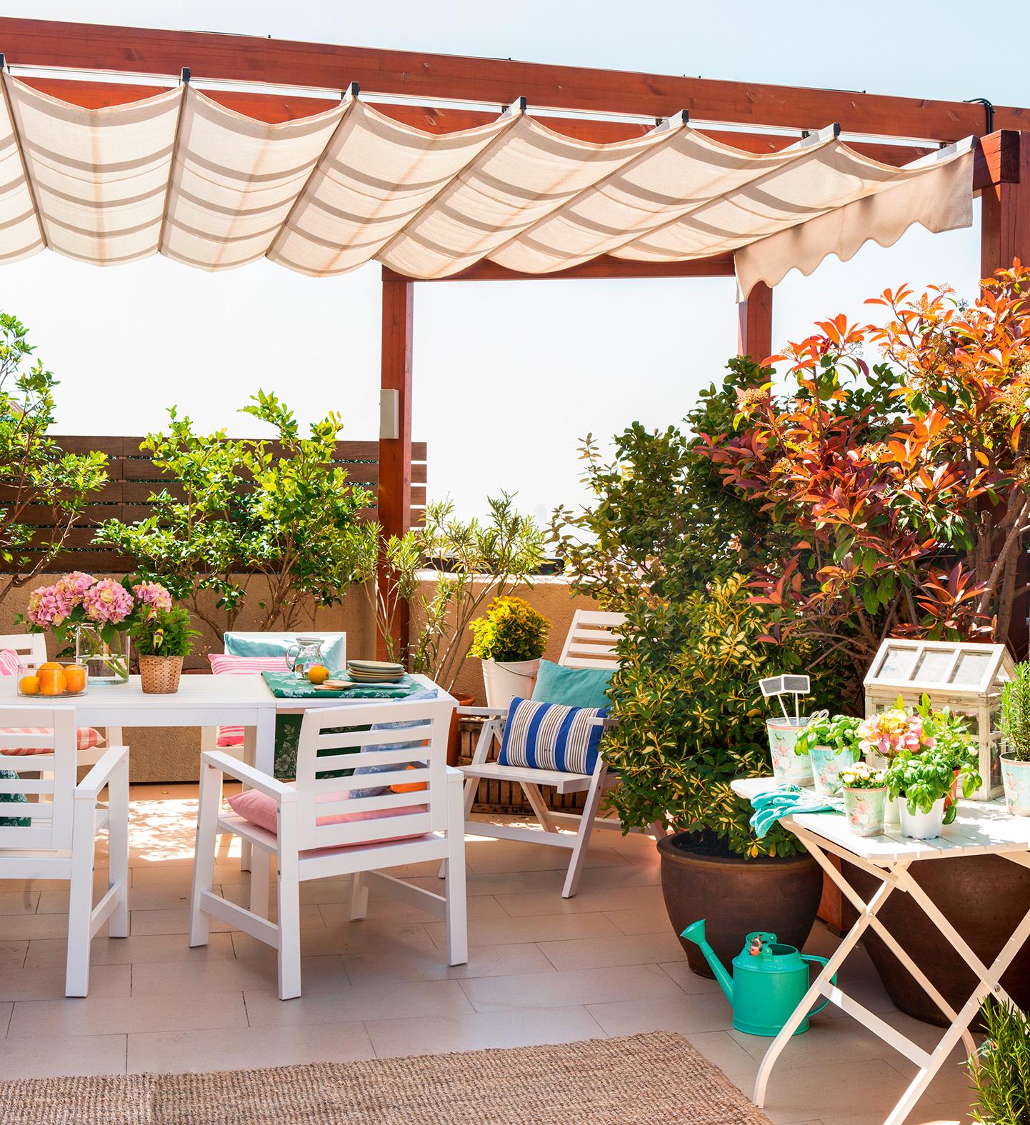 Terrazas low cost alegres y coloridas for Terraza de arte y decoracion