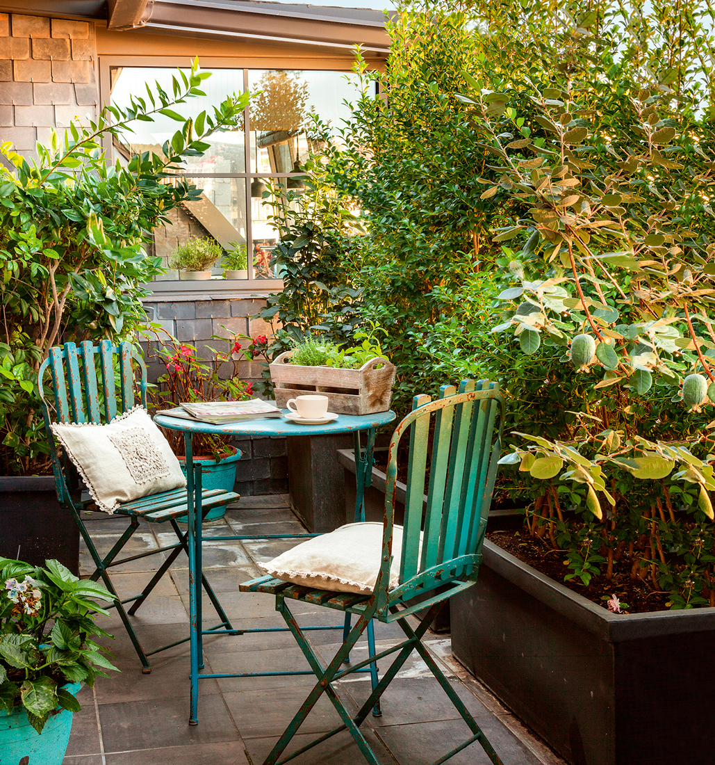 10 terrazas peque as pero bien aprovechadas for Baldosas para jardin baratas