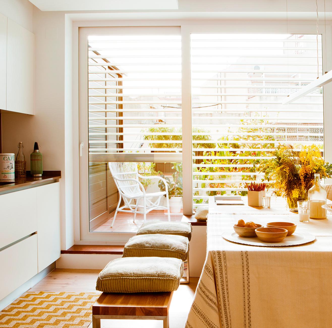 4 interiores conectados con la terraza - Comedor de terraza ...