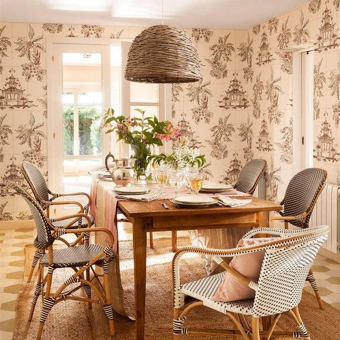 Decorar la casa sin gastar mucho for Comedor papel pintado