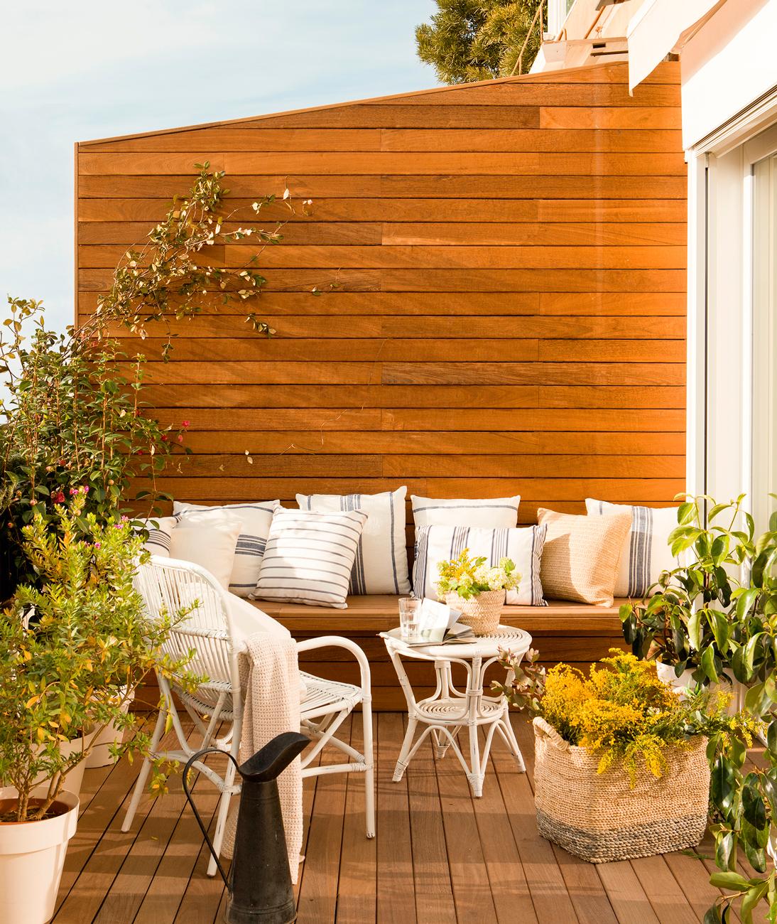 4 interiores conectados con la terraza for Suelo madera terraza