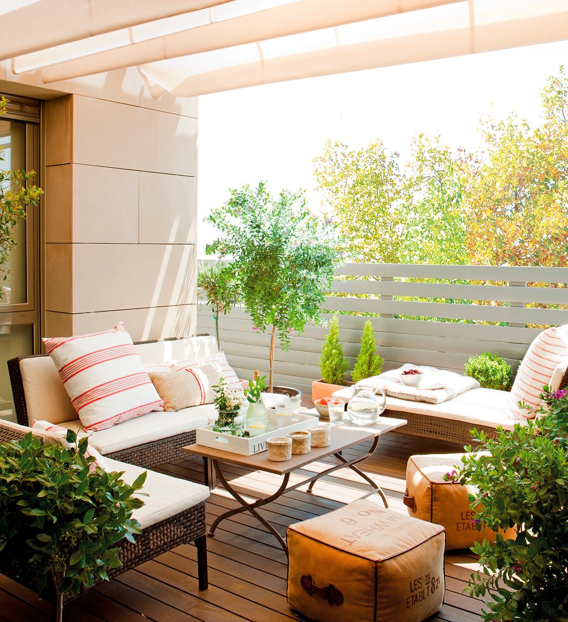 4 interiores conectados con la terraza for Terrazas cerradas con madera