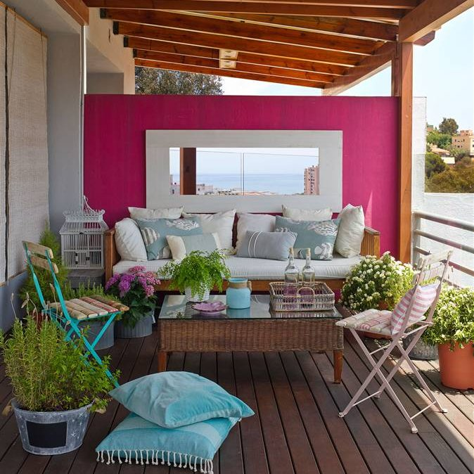 Ideas para decorar y sacar partido a tu terraza o balc n for Decoracion para pared fucsia