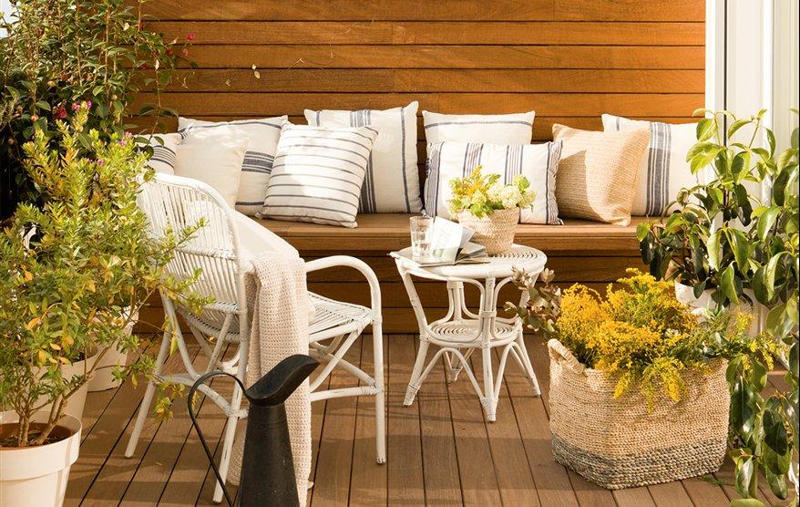 10 terrazas peque as pero bien aprovechadas for Muebles terraza pequena