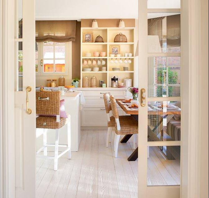 Una casa de inspiraci n estadounidense for Doble puerta entrada casa