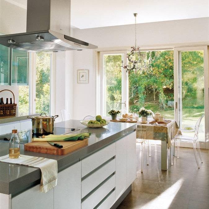 Interiores que se funden con el jard n for Cocinas y salones abiertos
