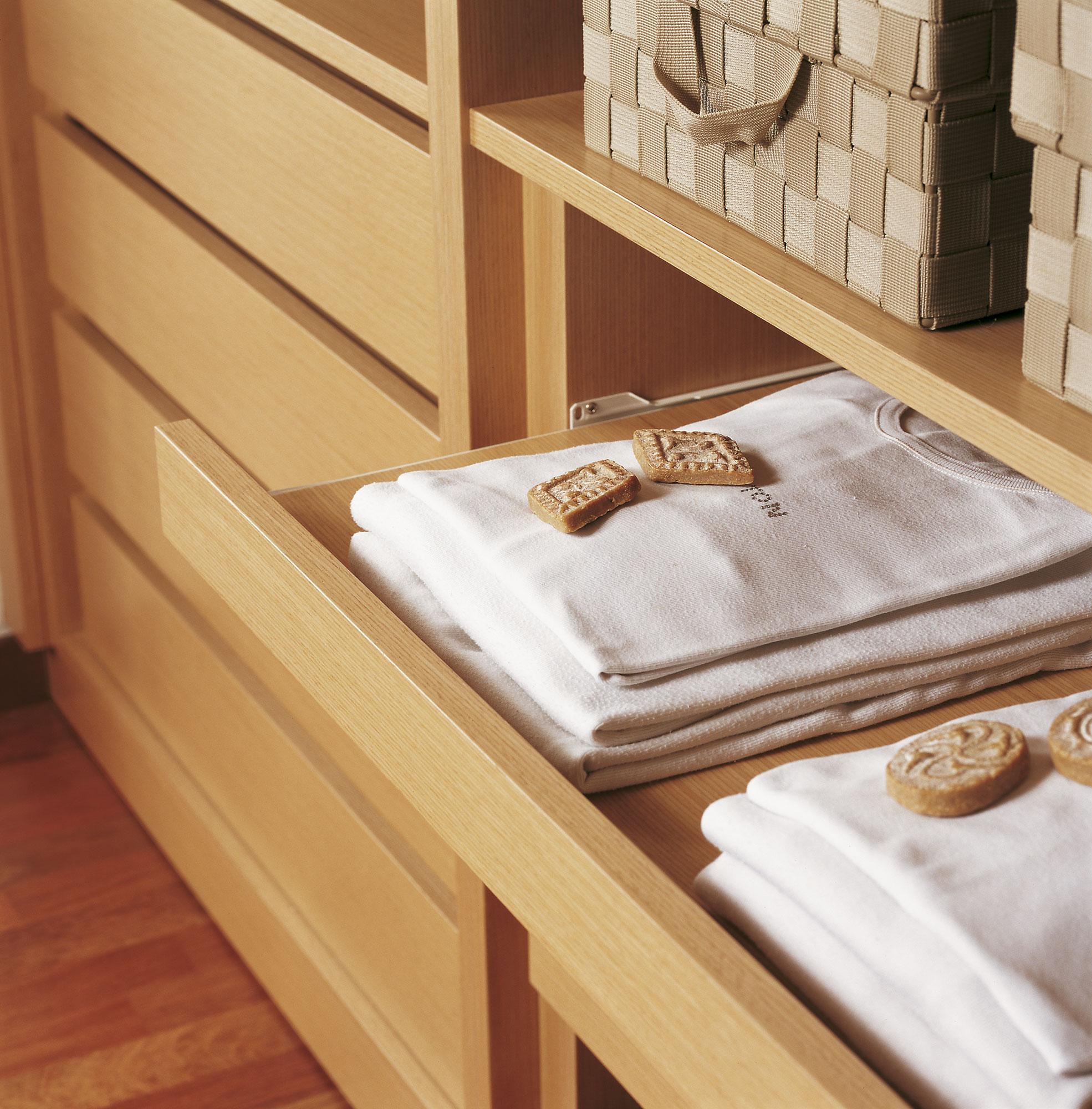 Armarios ordena mejor y duplica el espacio - Cajonera interior armario ...