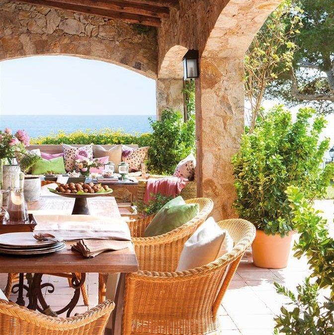 porche con comedor en casa rstica con vistas al mar